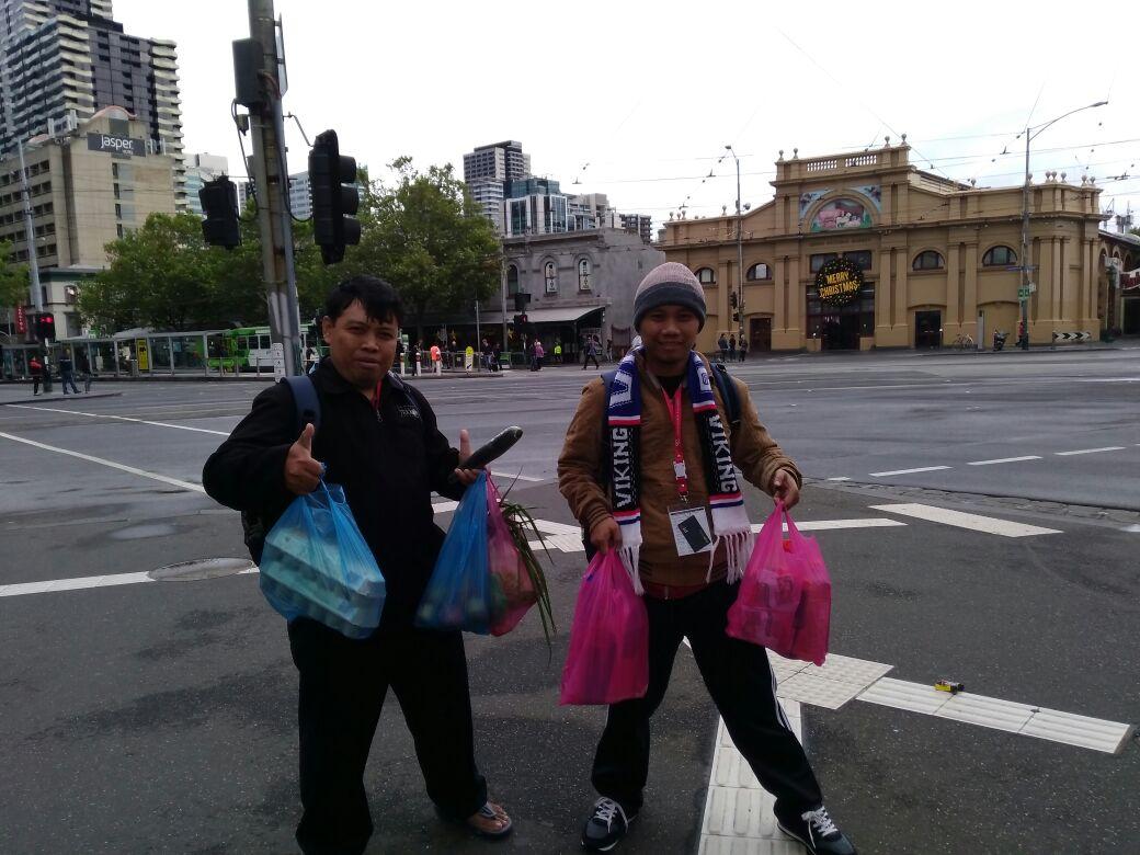 Sigit Suryono dan Benyamin menyebrang jalan harus pada tempat penyebrangan